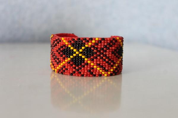 bracelet perles tiss es motif cossais rouge. Black Bedroom Furniture Sets. Home Design Ideas