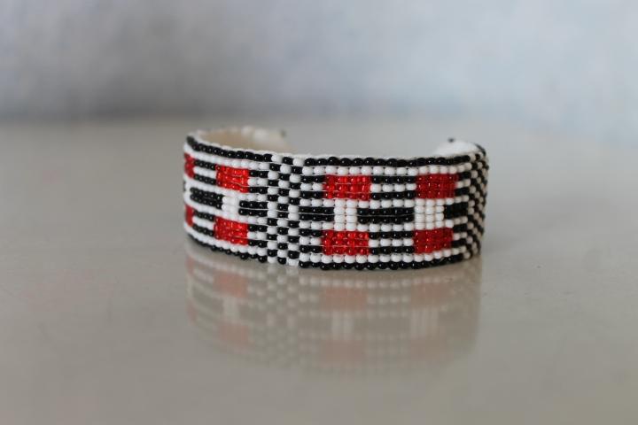 bracelet perles tiss es. Black Bedroom Furniture Sets. Home Design Ideas
